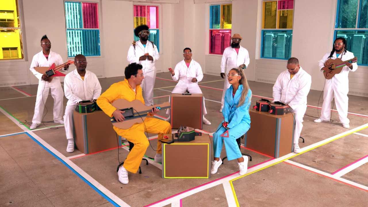 Ariana Grande se apresenta com instrumentos feitos de Nintendo Labo